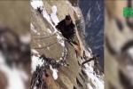 Rùng mình công việc dọn tuyết trên 'con đường tử thần'