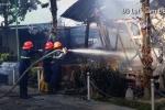 Cháy hàng chục xe cổ trong quán cà phê ở Đà Lạt