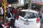 Đang bị tạm giữ, ô tô vi phạm vẫn chạy ra ngoài tông hàng loạt xe máy