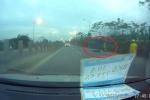 Trốn chạy CSGT, xe máy tông văng cảnh sát cơ động