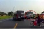 Xe tải đi ngược chiều cố tình lấn làn, đâm chết 2 người ở Bắc Giang: Tin mới nhất