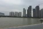 Thi thể người phụ nữ nổi trên mặt hồ ở Hà Nội