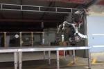 Khả năng tự cân bằng, nhảy nhót điêu luyện của robot Mỹ gây sốc