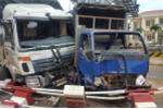 Hai xe tải húc nhau, ủi bay dải phân cách trạm BOT ở Đắk Lắk
