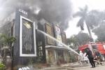 Video: Hơn 10 xe PCCC bơm nước dập tắt đám cháy tại quán karaoke ở Linh Đàm