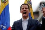 Mẹ lãnh đạo đối lập Venezuela sợ hãi và bật khóc khi con tự nhận là tổng thống