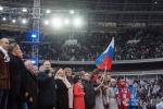 Video: Ông Putin hát quốc ca cùng hàng ngàn người ủng hộ