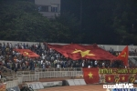 Cổ động viên TP.HCM 'nhuộm' đỏ sân Thống Nhất, cổ vũ U18 Việt Nam