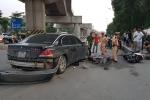 Nữ tài xế BMW tông liên hoàn trên phố Hà Nội, 2 cháu nhỏ bị thương nặng