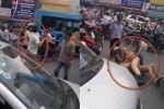 CSGT quật ngã tài xế taxi đỗ xe giữa đường, thách thức cảnh sát