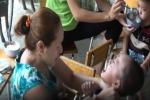 Clip cô giáo mầm non bóp cổ, bịt mũi, tát bé bôm bốp gây phẫn nộ