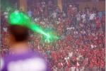 Nghi vấn CĐV Hải Phòng chiếu đèn laser uy hiếp đối thủ