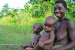 Sự thật kinh ngạc về một bộ bộ tộc: Đàn ông có sữa cho con bú