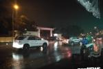 Triều cường vẫn đang lên đỉnh, TP.HCM lại đón mưa lớn kéo dài