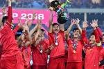 Tuyển Việt Nam chuẩn bị Asian Cup: Duy Mạnh, Văn Hậu chơi chuyền bóng bằng đầu