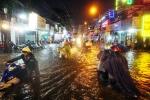 Tối nay, TP.HCM mưa rất to kèm dông, lốc xoáy