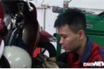 Video: Hot bac trieu nho dich vu sua xe may tren cac tuyen pho ngap o Ha Noi hinh anh 8