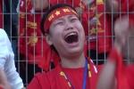 Video: Hàng ngàn CĐV òa khóc trước chiến thắng lịch sử của U23 VN