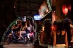 Mại dâm ở Trần Duy Hưng: 'Cò' xuyên đêm bám riết gạ gẫm, lừa con mồi 'chui vào rọ'