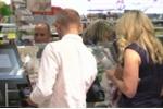 Triệu phú bị bắt quả tang ăn cắp ở siêu thị
