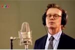 Đại sứ Thụy Điển hát 'Happy New Year' bằng tiếng Việt cực hay