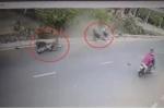 Cô gái phóng xe máy truy đuổi, tông 2 tên cướp ngã như phim hành động