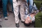Nam thanh niên nghi ngáo đá mang dao xông vào tiệm áo cưới chém người rồi tự sát
