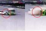 Clip: Ô tô con đột ngột tăng tốc, đâm xe buýt lật nhào thảm khốc
