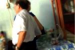 Phó giám đốc Sở choàng tay qua đùi nữ tạp vụ: 'Tôi chỉ lấy điện thoại'