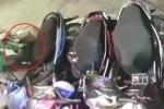 Clip: Người mặc đồng phục Grab trộm mũ bảo hiểm gần 1 triệu đồng
