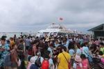 Gần 3.000 khách du lịch mắc kẹt ở Cô Tô đang trở về đất liền