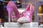 Clip: Mục sở thị đôi giày giá hơn 100 tỷ đồng ở Trung Quốc