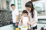Chia sẻ 4 bí quyết đơn giản dạy con làm việc nhà từ khi mới hơn 1 tuổi