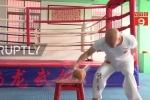 Clip: 'Vua Kungfu' Trung Quốc tay không chặt vỡ 150 quả dừa trong 48 giây