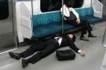 Lo dân làm việc đến chết, Nhật Bản đề xuất nghỉ làm sáng thứ hai