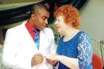 Yêu qua Facebook, cụ bà 72 tuổi bỏ chồng để lấy người tình 27 tuổi