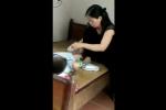 Video hàng loạt trẻ bị sùi mào gà ở Hưng Yên: Chủ phòng khám tay không dùng kéo cắt bao quy đầu cho trẻ