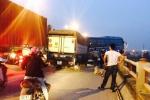 Video: Đường trên cao ùn tắc kéo dài sau tai nạn trên cầu Thanh Trì