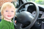 Bé gái 6 tuổi ở Ba Lan vô tình lái xe đâm chết bà