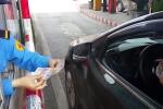 Những lần trạm thu phí bị tiền lẻ bủa vây phải 'xả cửa'