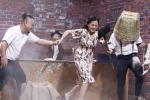 Thành viên nhóm FAPtv đuổi đánh Trung Dân – Trấn Thành trên sân khấu