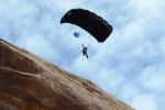 Clip: Nhà thể thao mạo hiểm nhảy ra khỏi vách đá để cứu đồng đội