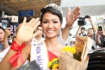 Hoa hậu H'Hen Niê và 2 Á hậu rạng rỡ, 'náo loạn' sân bay Tây Sơn Nhất