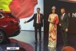 Video: Hoa hậu Trần Tiểu Vy sánh vai Beckham trong lễ ra mắt xe VinFast