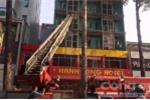 Video: Cảnh sát PCCC đang cứu người trong đám cháy khách sạn ở TP.HCM