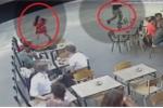 Clip: Mắng kẻ sàm sỡ mình, cô gái bị gã trai bám theo đánh