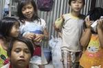 Cám cảnh gia đình có 18 người không giấy tờ tùy thân ở Sài Gòn