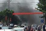 Clip: Toàn cảnh vụ cháy nổ taxi làm 3 người thương vong ở TP Cẩm Phả