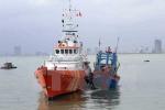 Lai dắt tàu cá và 17 ngư dân gặp nạn trên biển vào đất liền