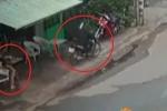 Ngồi dùng điện thoại trước cửa nhà, bị cướp đi xe máy giật phăng trong 1 nốt nhạc